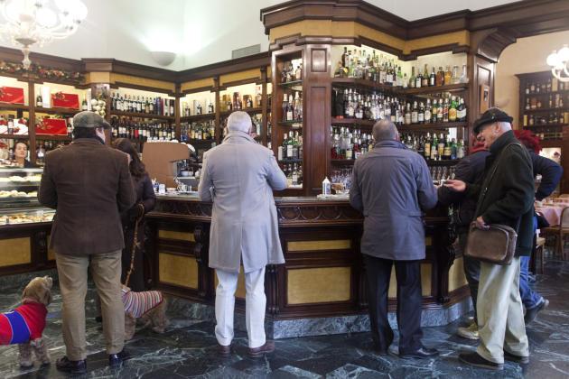 Au comptoir du café Rivoire, sur la piazza della Signoria.