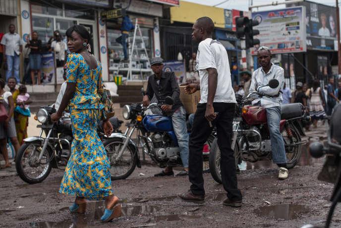 Dans une rue du quartier Matonge à Kinshasa en République du Congo, en mars 2015.