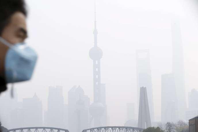 Episode de smog à Shanghaï, le 15 décembre.