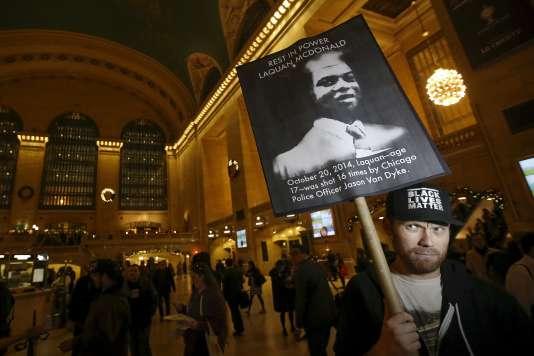 Lors d'une manifestation dans la gare Grand Central Terminal, à New York, le 14 décembre.