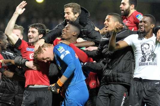 Les joueurs de Guingamp célèbrent leur qualification en quarts de finale en Coupe de la Ligue.