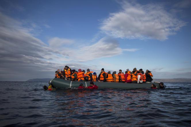 Un bateau en provenance de Turquie au large de l'île grecque de Lesbos.