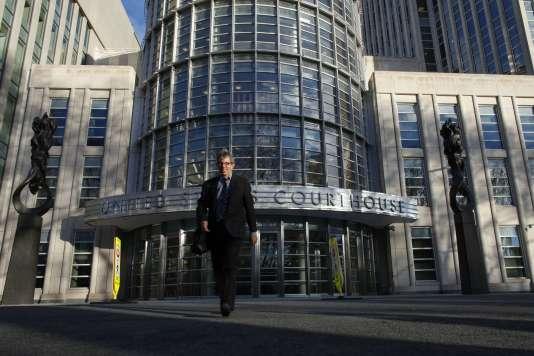 Devant le tribunal fédéral de Brooklyn, à New York, où ont comparu le 15 décembre deux haut dirigeants de la FIFA.