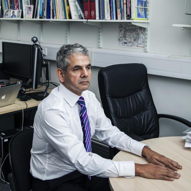 Kamaldeep Bhui, professeur de psychiatrie, dans son bureau londonien, en décembre 2015.
