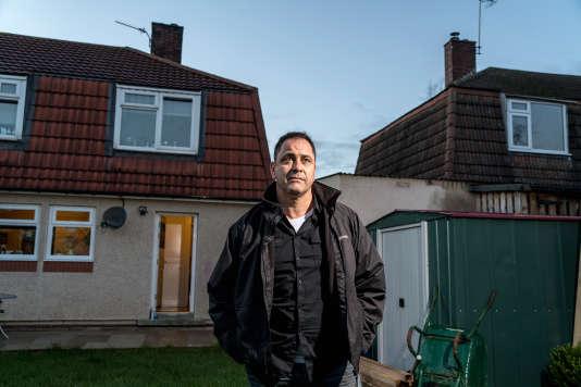 Le Britannique Rob Lawrie, ici devant chez lui, le 8 décembre 2015.