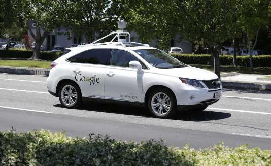 Un prototype de la Google Car sans chauffeur, ici testé en mai 2013.