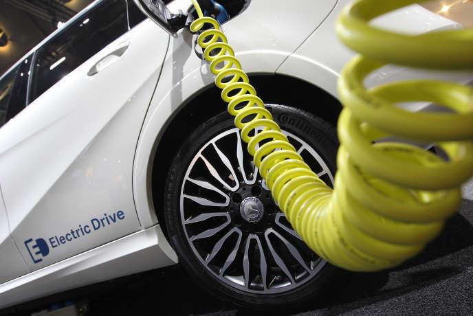 Le bonus écologique octroyé lors de l'achat d'un véhicule électrique ou hybride va être modifié au 1er janvier 2016.