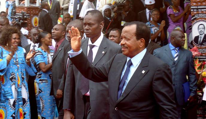 Le président camerounais Paul Biya, ici devant ses partisans lors de la conférence du parti au pouvoir, à Yaoundé, en septembre 2011.