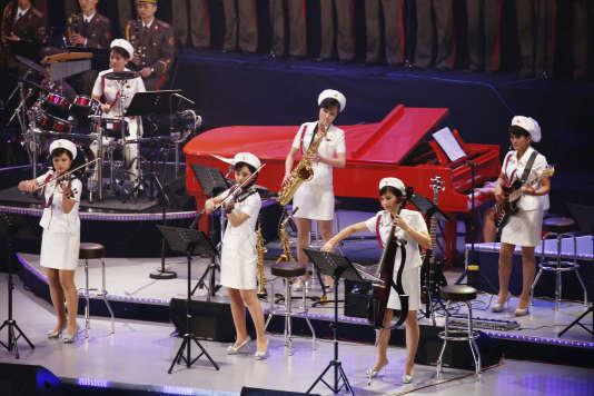 Les membres du groupe de pop nord-coréen Moranbong, le 11 octobre à Pyongyang.