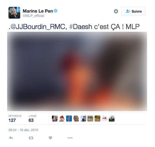 Marine Le Pen tweete sans filtre des photos de propagande de l'organisation Etat islamique, mercredi 16 décembre. Nous avons décidé de flouter l'image. Ici : un pilote jordanien en tenue de prisonnier est immolé dans une cage. La bannière de l'EI est affichée en haut à droite.
