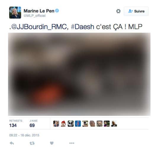 Marine Le Pen tweete sans filtre des photos de propagande de l'organisation Etat islamique, mercredi 16 décembre 2015. Nous avons décidé de flouter l'image. Ici : un homme en tenu de prisonnier, ligoté, est sur le point de se faire rouler dessus par un char.