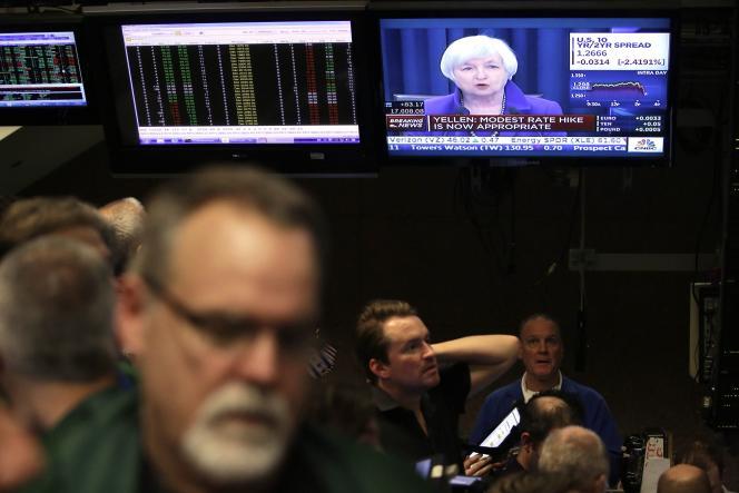 L'annonce de Janet Yellen, présidente de la réserve fédérale vue depuis le Chicago Board Options Exchange (CBOE) le 16 décembre 2015.