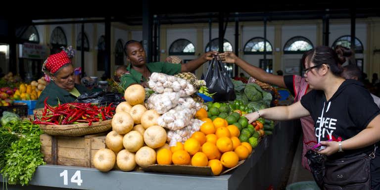 Sur un marché du centre de Maputo, en janvier 2014.