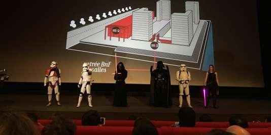 """Dans une salle du MK2 Bibliothèque, dans le 13e arrondissement de Paris, avant la diffusion de """"Star Wars : le réveil de la force"""", le 16 décembre."""