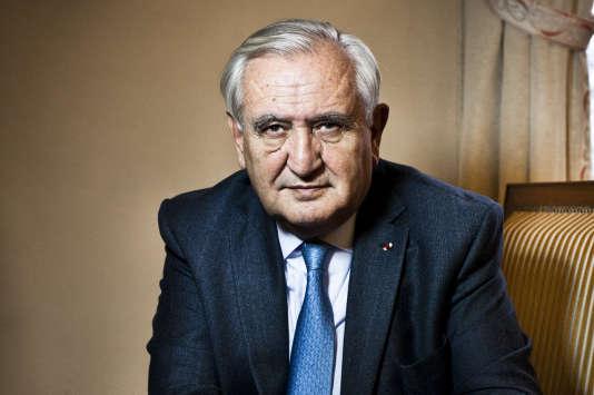 Jean-Pierre Raffarin, dans son bureau du Sénat à Paris en décembre 2015.