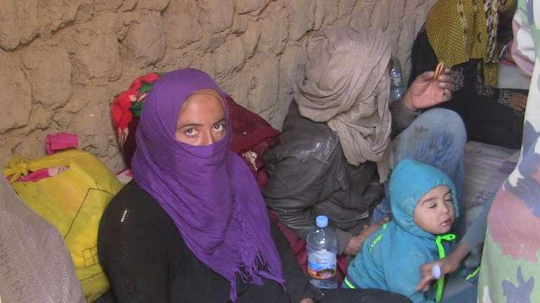 Bloqués dans le minuscule village malien de In-Khalil, à la frontière algérienne, des réfugiés syriens attendent, aidés par la population.