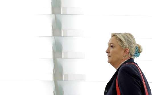 Marine Le Pen avait déjà été convoquée à deux reprises cet automne comme témoin assisté, mais elle avait refusé de se présenter devant les magistrats.