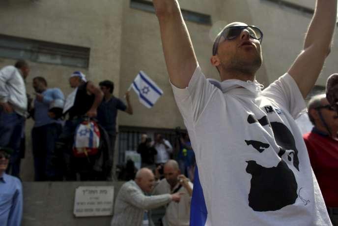 Un partisan de l'organisation d'extrême droite isréalienne Im Tirtzu, à Tel-Aviv, le 16 décembre 2015.
