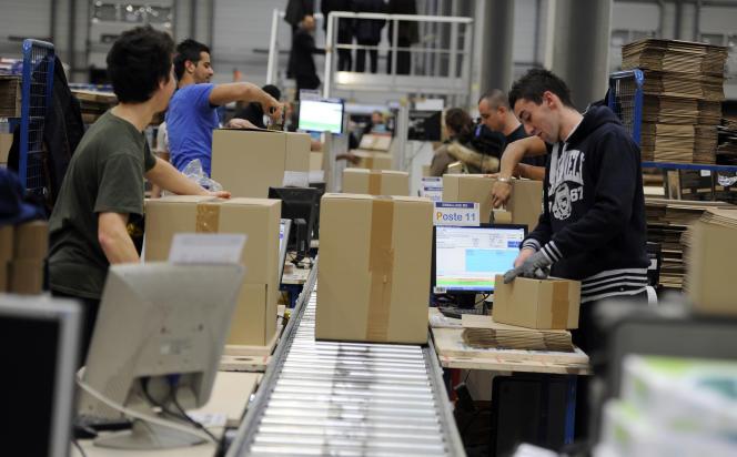 Des employés de Cdiscount à Cestas dans le Sud-Ouest de la France, en décembre 2012.