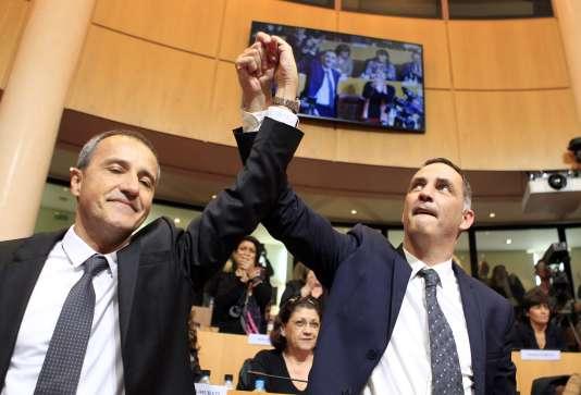 L'indépendantiste Jean-Guy Talamoni et le nationaliste Gilles Simeoni, élus respectivement, jeudi 17 décembre, président de l'Assemblée de Corse et président du conseil exécutif.