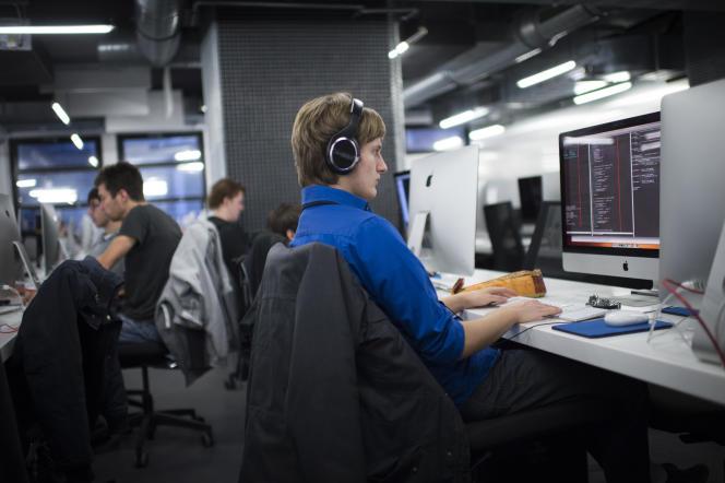 Le compte personnel de formation peut être ouvert dès l'âge de 16ans et suit la personne en cas de changement d'employeur ou de perte d'emploi.