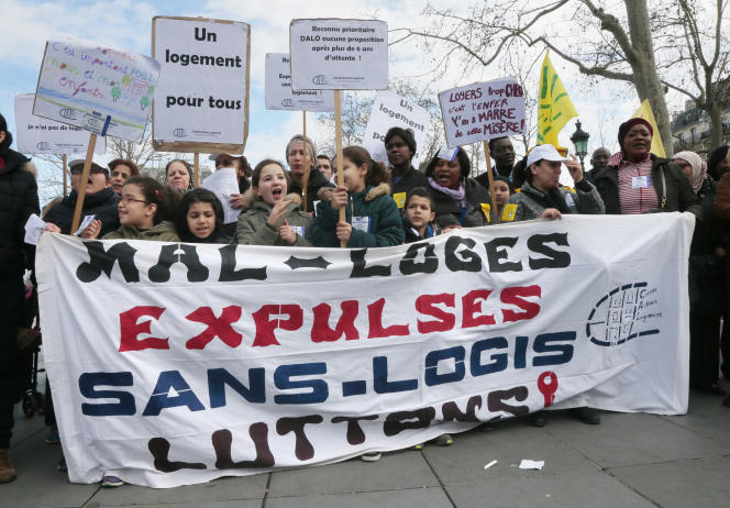 Une manifestation contre le mal-logement, le 28 mars 2015 à Paris.
