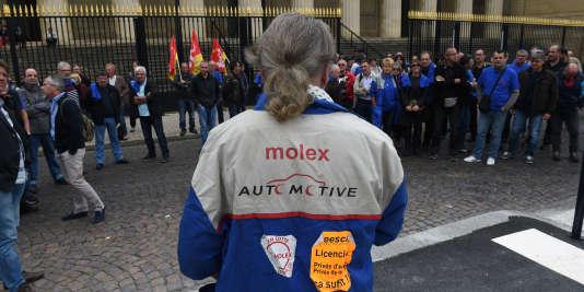 Guy Pavan, un ancien représentant syndical de Molex devant la Cour d'appel de Bordeaux, le 12 octobre 2015.