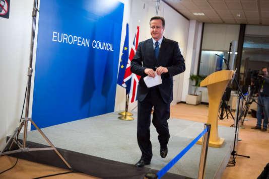Le premier ministre, David Cameron, donne une conférence de presse dans la salle de briefing au Conseil européen. A Bruxelles, Belgique, le 17 décembre.