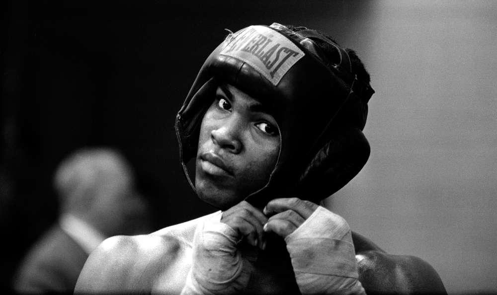 Mohamed Ali, qui s'appelle encore Cassius Clay, à l'entrainement à Londres en 1963.