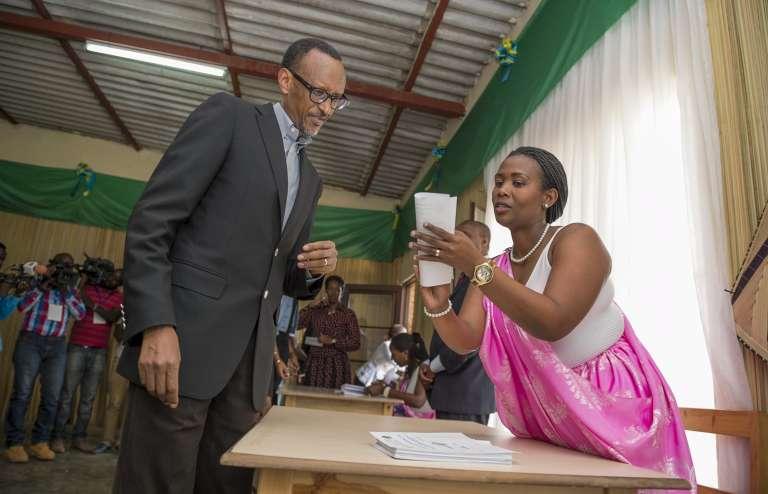 Paul Kagamé, lors du référendum sur une révision de la Constitution, le 18décembre2015 à Kigali.