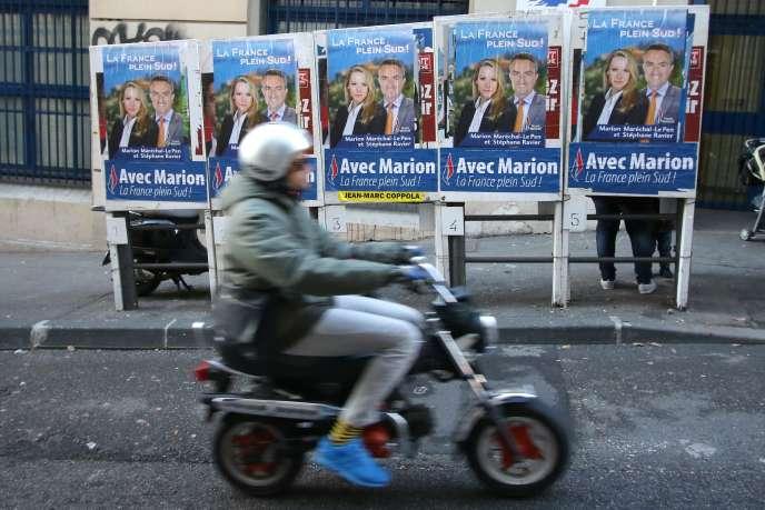 Des affiches de campagne pour les élections régionales à Marseille le 10 décembre 2015.