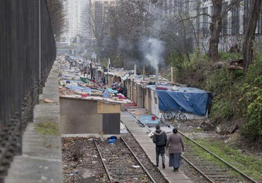 Un camp rom à Paris, le 18 décembre 2015.