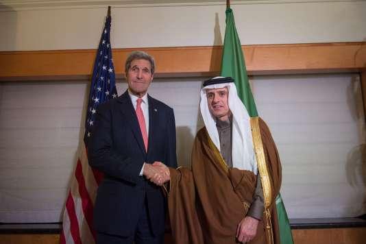 John Kerry et le ministre des affaires étrangères saoudien Adel ben Ahmed Al-Jubeir à New York le 17 décembre 2015.