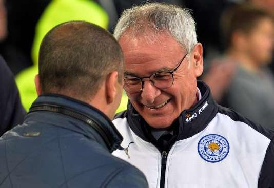 """Le """"sympathique"""" entraîneur de Leicester City, l'Italien Claudio Ranieri (de face)."""