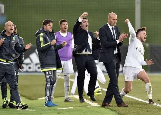 Zinédine Zidane avec l'équipe réserve du Real à Madrid le 19 décembre.