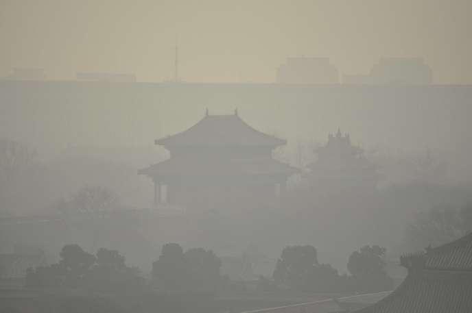 La Cité interdite de Pékin dans le brouillard de pollution, le 19 décembre.
