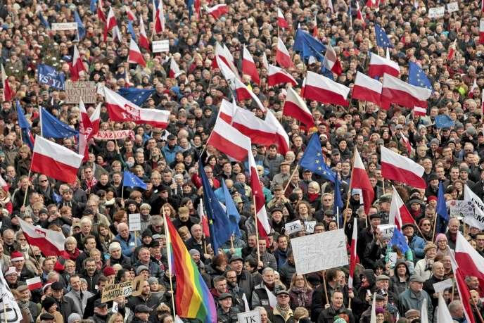 Manifestation contre le gouvernement à Poznan, en Pologne, le 19 décembre 2015.