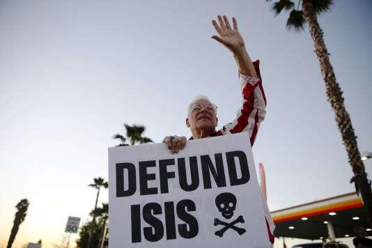 Lors d'un rassemblement contre l'Etat islamique, à San Bernardino en Californie, le 18 décembre.