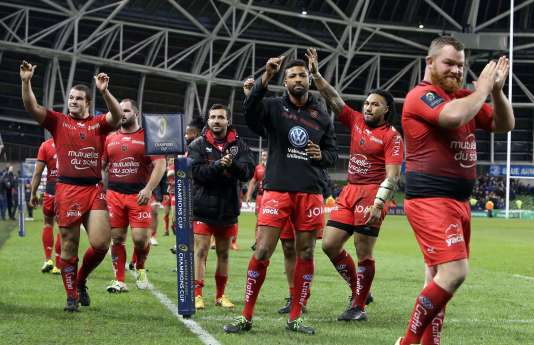 Toulon players celebrate after winning the European Rugby Champions Cup rugby union match between Leinster and Toulon in Dublin on December 19, 2015.