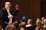 Le chef d'orchestre allemand Kurt Masur dirige l'Orchestre philharmonique de Londres, au Festival de Lucerne, en septembre 2005.