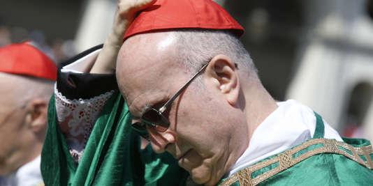 Le cardinal Tarcisio Bertone lors d'une messe célébrée par le pape François à Turin, le 21 juin 2015.