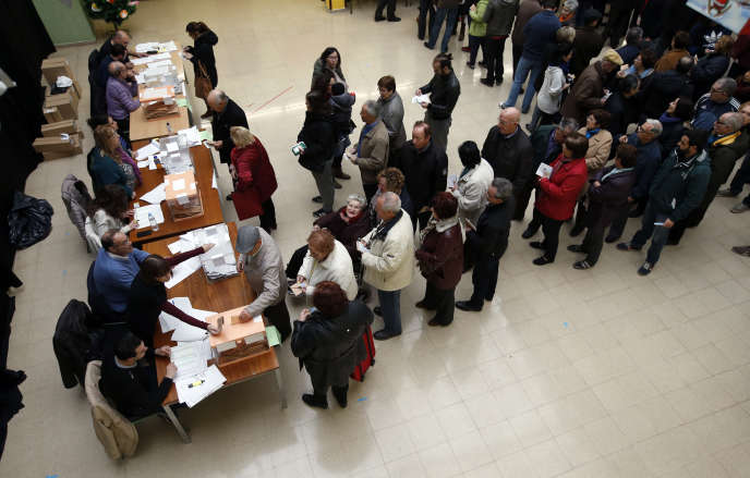 Bureau de vote à Barcelone pour les élections législatives espagnoles le 20 décembre.