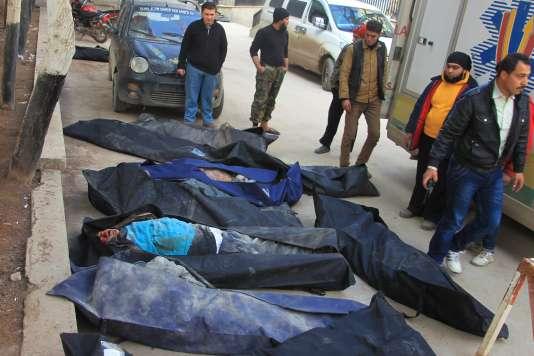 Dans les rues d'Idlib après un bombardement, le 20 décembre.