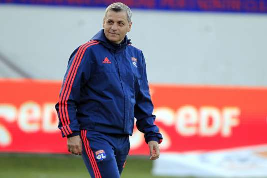 Le nouvel entraîneur de l'Olympique lyonnais, Bruno Genesio, alors entraîneur assistant de l'OL, lors du match contre Ajaccio le 20 décembre.