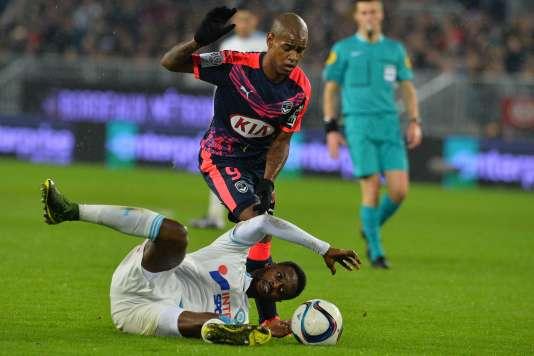 Diego Rolan, ici à la lutte avec Nicolas Nkoulou, a touché la transversale dans les arrêts de jeu.