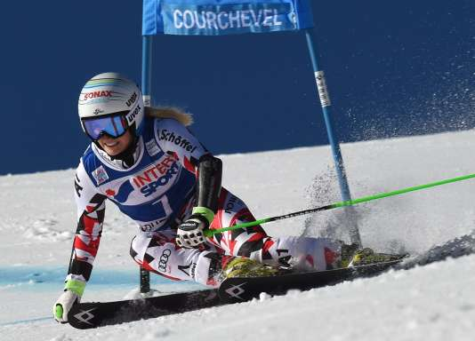 Austria's Eva-Maria Brem competes in the first round of the FIS World Cup Alpine Women's Giant Slalom on December 20, 2015, in Courchevel, French Alps.                  / AFP / PHILIPPE DESMAZES
