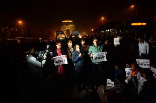 Le père de la victime du viol collectif a participé à une manifestation contre la libération de l'un des bourreaux de sa fille, à New Delhi, le 20 décembre.
