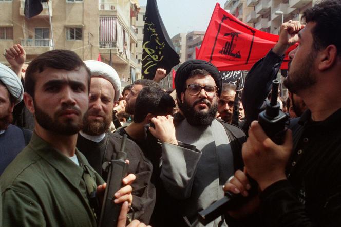 En 1992, Hassan Nasrallah (au centre) est nommé secrétaire général, en remplacement d'Abbas Moussawi, liquidé par Israël.