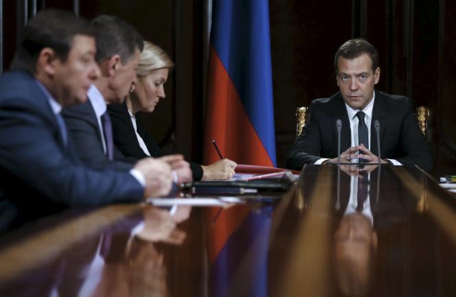 Le premier ministre russe, Dmitri Medvedev, a confirmé lundi 21 décembre que la Russie étendrait à l'Ukraine l'embargo sur les produits alimentaires déjà imposé aux pays occidentaux, à partir du 1er janvier.