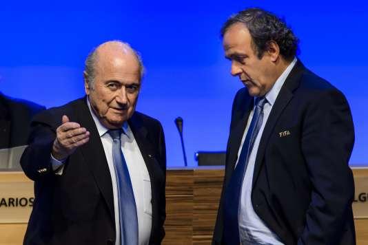 Joseph Blatter et Michel Platini, le 11 juin 2014 à Sao Paulo. / AFP / FABRICE COFFRINI